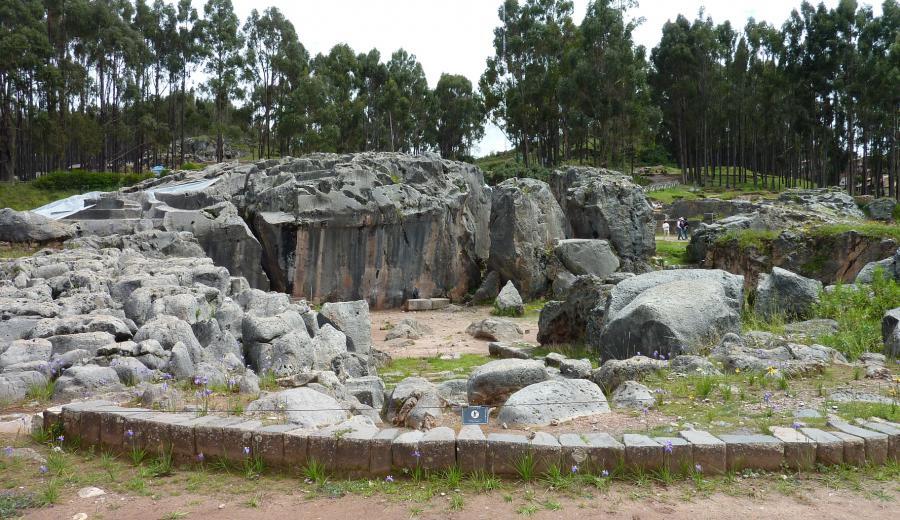 Cusco _Altar con Qenqo