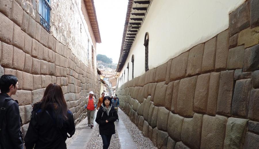 Cusco _Piedra de 12 ángulos